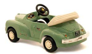 педальный автомобиль для ребенка