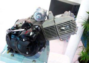 четырехтактный бензомотор