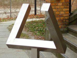 Иллюзии зрения. Треугольник Пенроуза