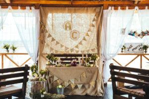 Оформление свадебного зала в стиле рустик