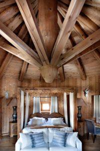 потолки в интерьере в стиле рустик