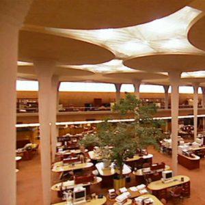 """История дизайна. Ф.Л. Райт. Древовидные колонны в интерьере """"Джонсон Вакс"""""""
