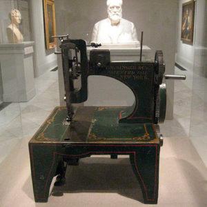 Теория дизайна. Первая швейная машинка Singer