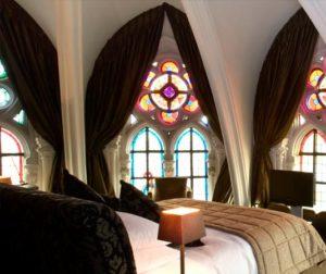 Классика в современном интерьере. Спальня в готическом стиле